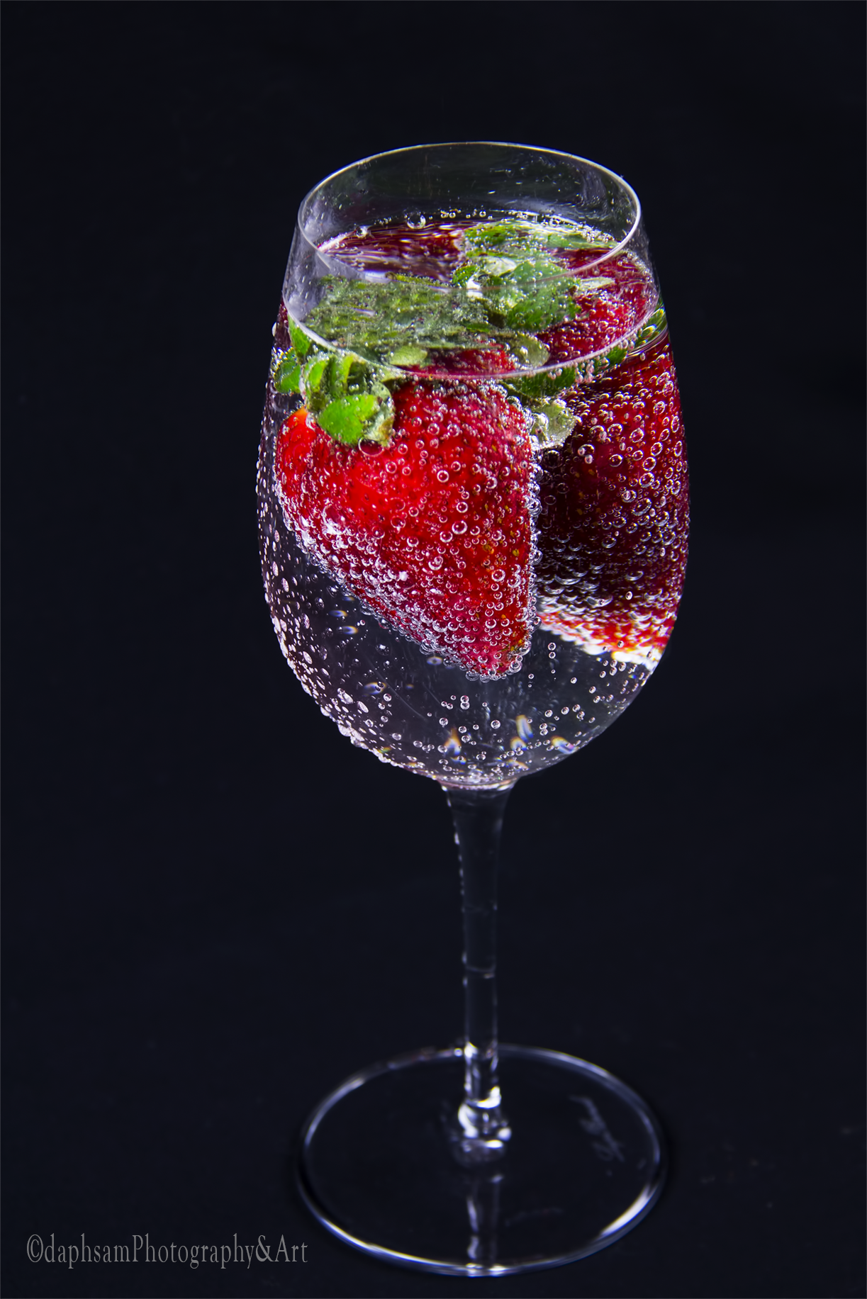 glasswithstrawb